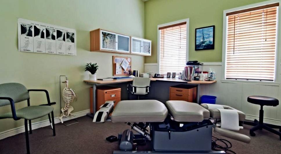 https://www.chiroalternative.ca/wp-content/uploads/2016/02/salle-de-chiropratique-clinique-alternative-968x530.jpg