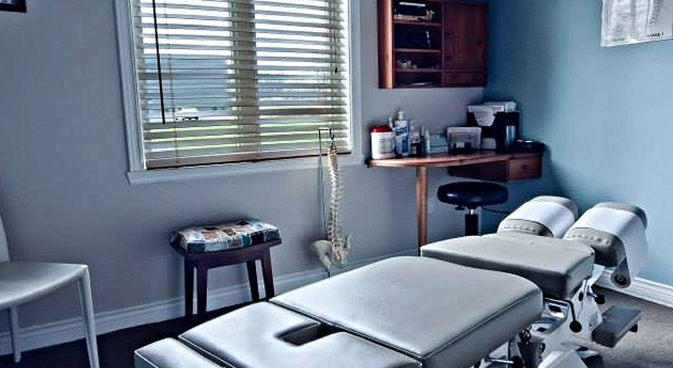 https://www.chiroalternative.ca/wp-content/uploads/2016/02/salle_de_consultation_chiro_clinique_alternative-968x530.jpg